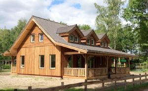 Vg loghouses schuurwoningen en houtstapel en houtskeletbouw for Houtskelet schuur